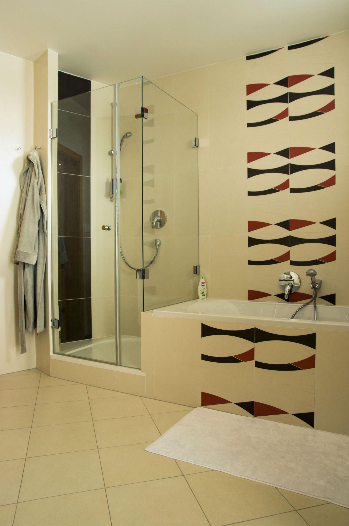 Koupelna. Geometrie a jednoduchost.