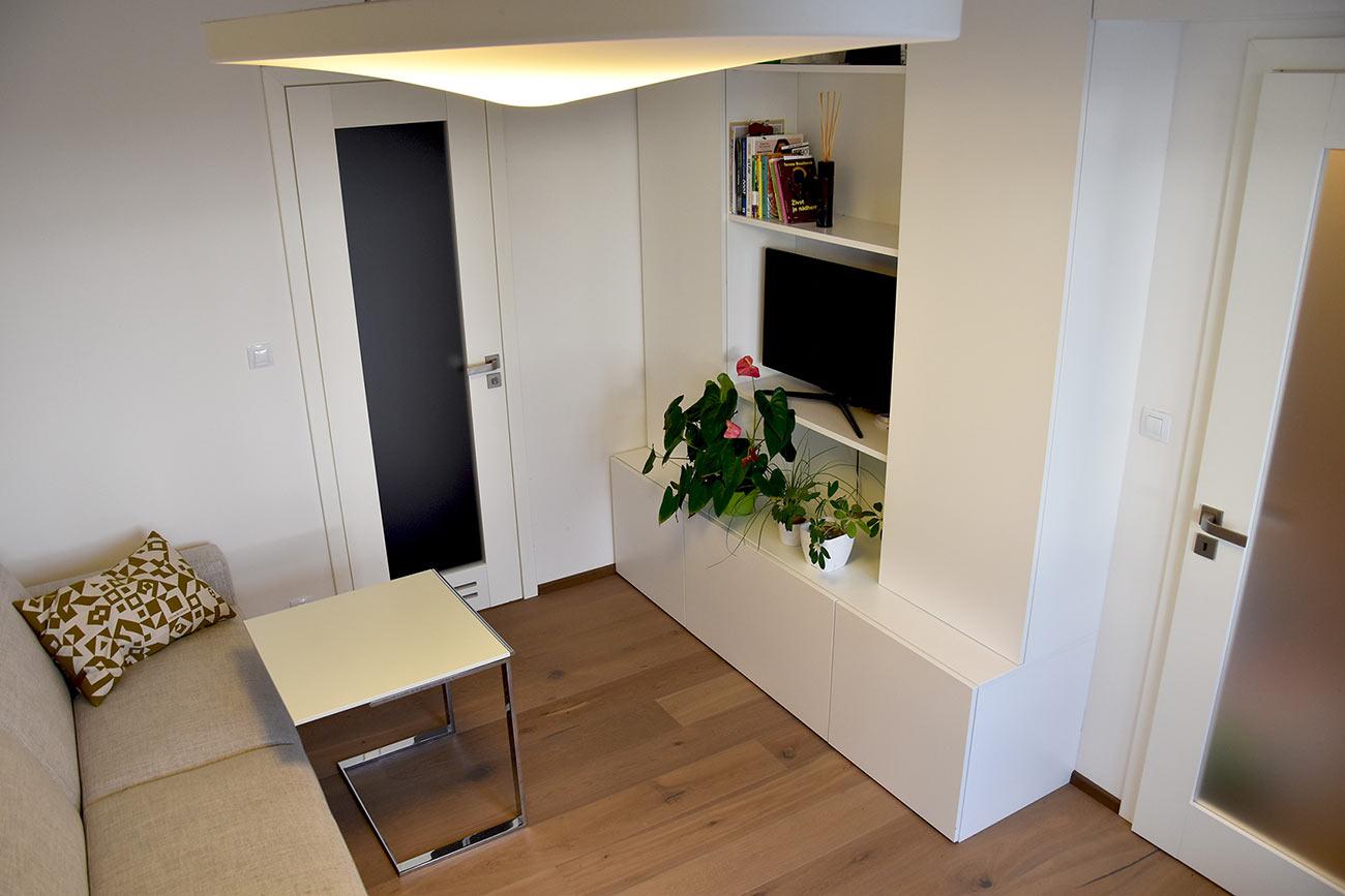 Pracovna má i druhou funkci jako hostinský pokoj s vlastní koupelnou.